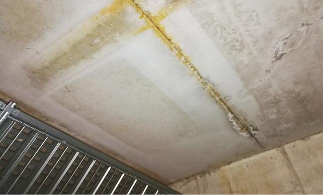 Infiltrazione d'acqua nelle lastre predalles nel corsello box a Rho Milano